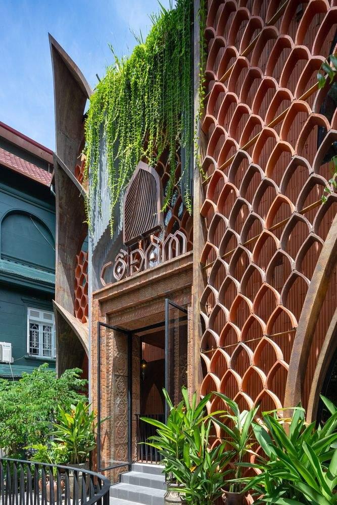 На передньому фасаді розмістили об'ємні  геометричні візерунки  / Фото Archdaily