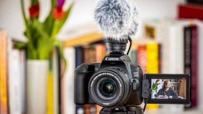 EOS M50 чудово підходить для зйомки відеоблогу