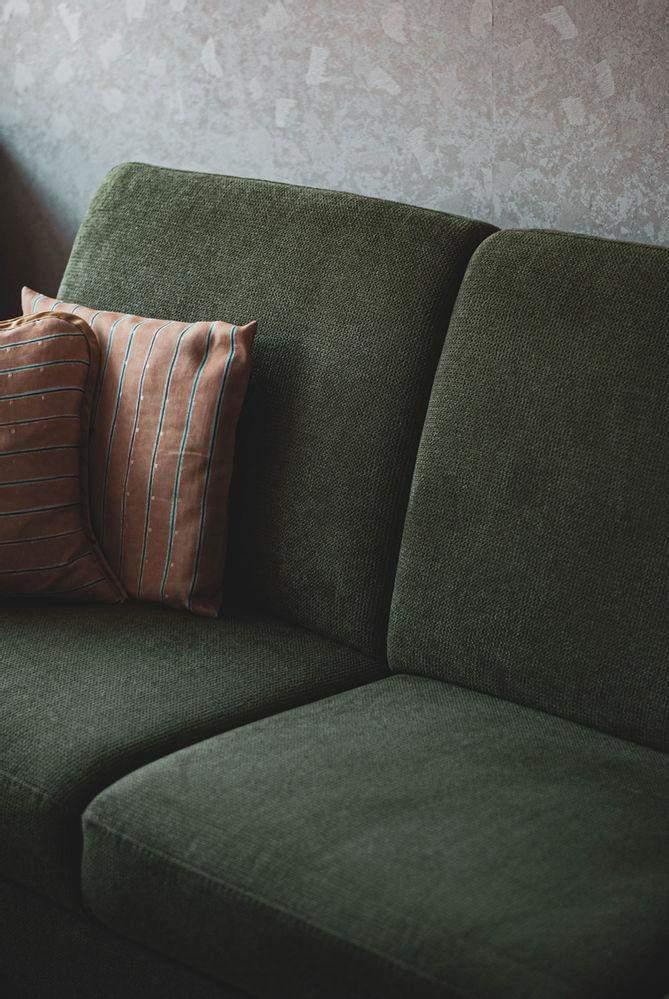 Замініть обшивку на диванах та кріслах