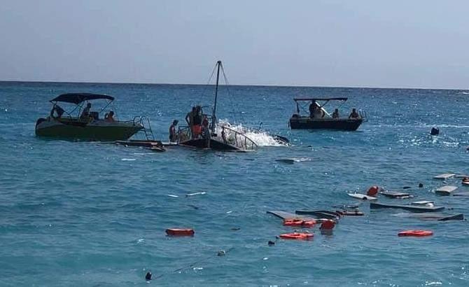 екскурсійний корабель затонув у Туреччині