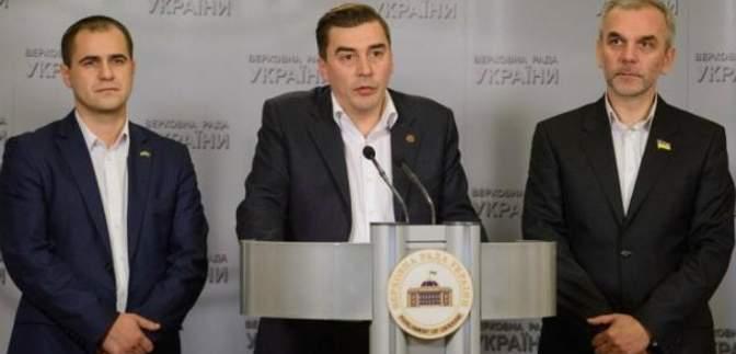 Коалиция разваливается на глазах: о выходе объявили еще три нардепа