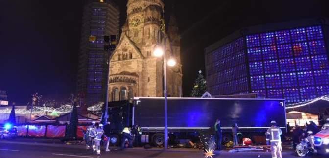 В Берлине грузовик въехал в рождественскую ярмарку. Есть жертвы