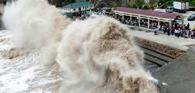 "На Гонконг насувається тихоокеанський тайфун ""Ханун"""