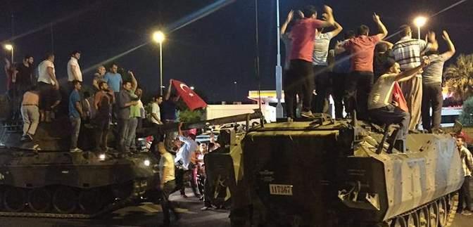 В Туреччині хочуть заарештувати ще понад 300 військових