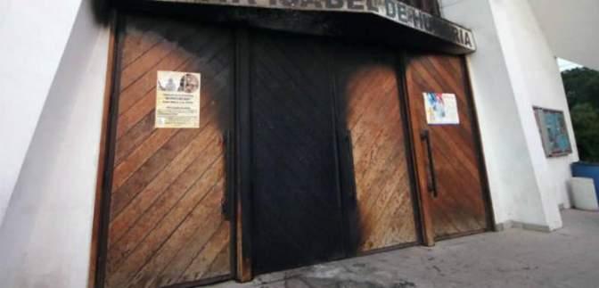 Неизвестные злоумышленники подорвали три католические церкви в Чили перед приездом Папы Римского