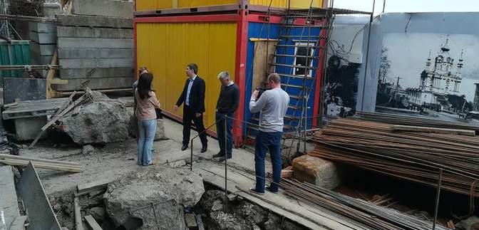 Строительство скандального отеля на Андреевском спуске таки остановили