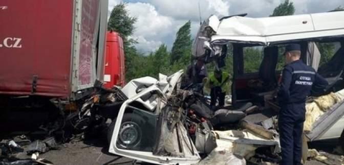 Прокуратура розпочала розслідування трагічної ДТП під Житомиром, в якій загинуло 10 людей
