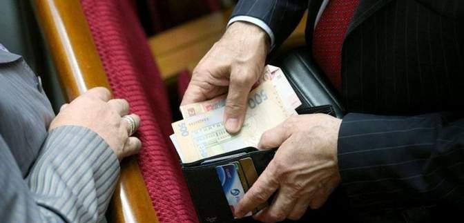 Зарплата для депутатів: хто і скільки отримав у липні