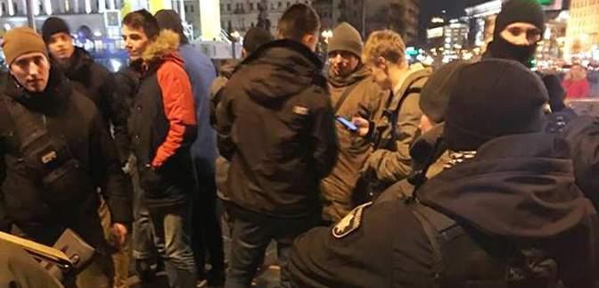 На Майдане вспыхнули протесты из-за открытия фастфуда в Доме профсоюзов: фото