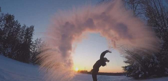 У Китаї сотні людей перетворили окріп на сніг: фото і відео унікального флешмобу