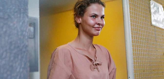 Одиозную Настю Рыбку задержали в аэропорту в России: женщину хотели посадить в коляску