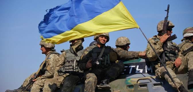 Армия не собирается становиться на колени перед агрессорами и врагами Украины, – Муженко
