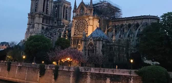 Как выглядит собор Парижской Богоматери после пожара: фото и видео