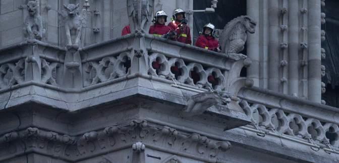Пожар в Нотр-Даме: еще один трогательный рисунок покорил мир