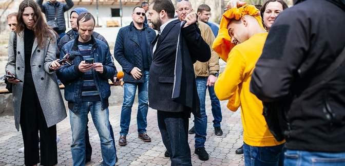 Мустафу Найема облили нечистотами в Одессе: фото и видео