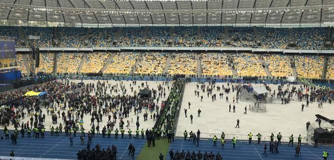 Какие исполнители выступают на сценах Зеленского и Порошенко: видео