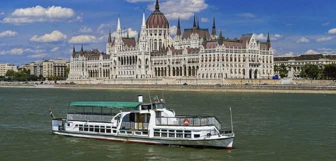 В Будапеште затонуло судно с туристами: из реки извлекли еще два тела