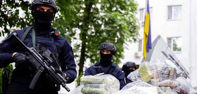 Поліцейські вилучили майже півтонни кокаїну вартістю 60 мільйонів доларів: фото та відео