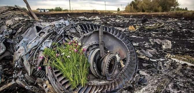 Сбитый Boeing-777 над Донбассом: семьи погибших обратились к России
