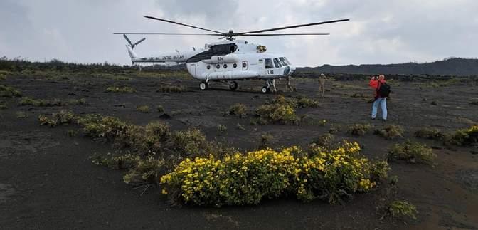 Украинские миротворцы высадились на кратер самого активного вулкана Африки: впечатляющие фото