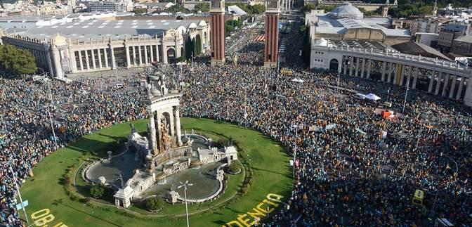 У Барселоні понад півмільйона людей вийшли на мітинг за незалежність Каталонії: видовищні фото