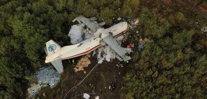 Як виглядає місце аварії літака Ан12 під Львовом: фото та відео з висоти