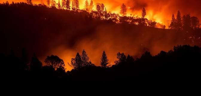 Фото дня: последствия пожаров в Калифорнии показали из космоса