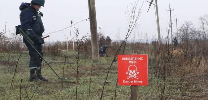 Як у Петрівському розміновують територію: фото, відео