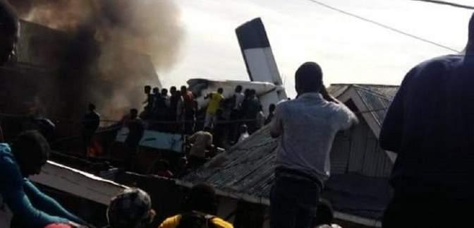 В ДР Конго самолет упал на жилые дома: 24 погибших – фото и видео трагедии