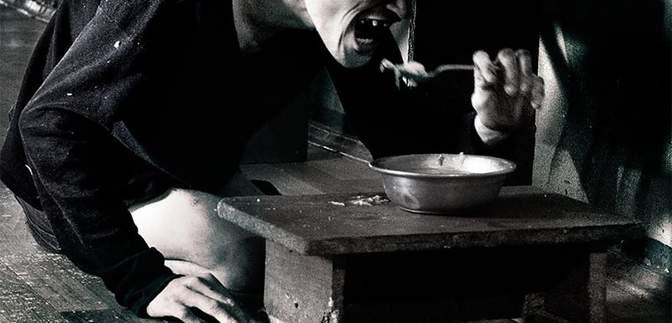 Їдять з підлоги, як собаки: шокуючі деталі життя хворих у психоневрологічному інтернаті – фото