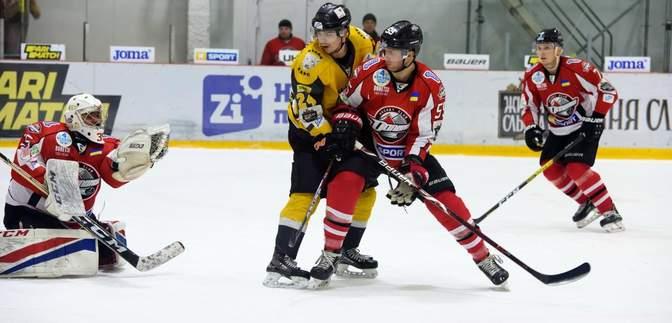 Українські клуби закинули 18 шайб у двох матчах УХЛ: відео