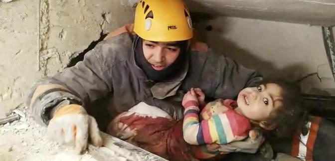 Землетрус у Туреччині: матір та її 2-річну доньку визволили з-під завалів – відео