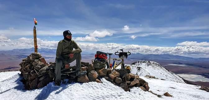 Украинец на велосипеде покорил вулкан высотой более 6 тысяч метров: потрясающие фото и видео