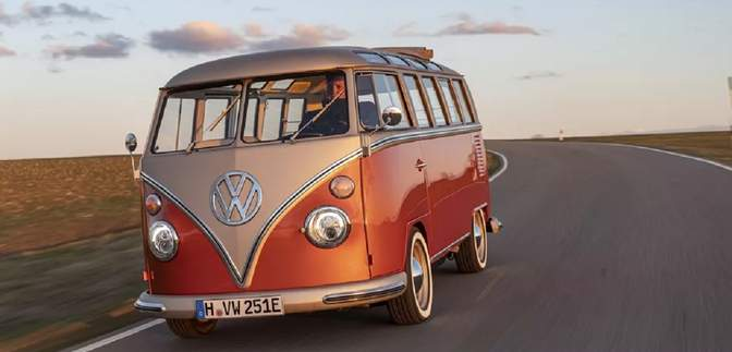 Volkswagen превратила культовый микроавтобус 60-х в электрокар: фото