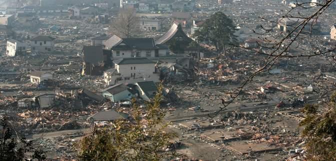 Японии грозит 30-метровое цунами и землетрясение