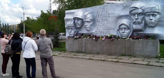 По двое в масках: как отмечали День победы над нацизмом в Днепре
