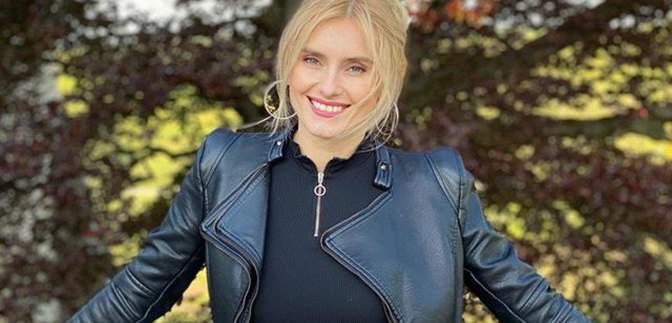 Ирина Федишин показала, как качает пресс дома: видео