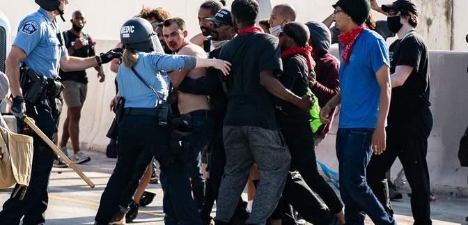 Богдана Вечірка, який на вантажівці в'їхав у натовп в Міннесоті, звільнили