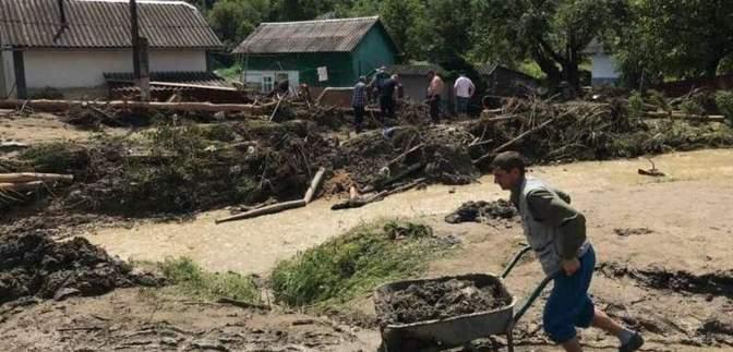 Провели толоку на камеру і пішли: люди скаржаться на відсутність допомоги після повені