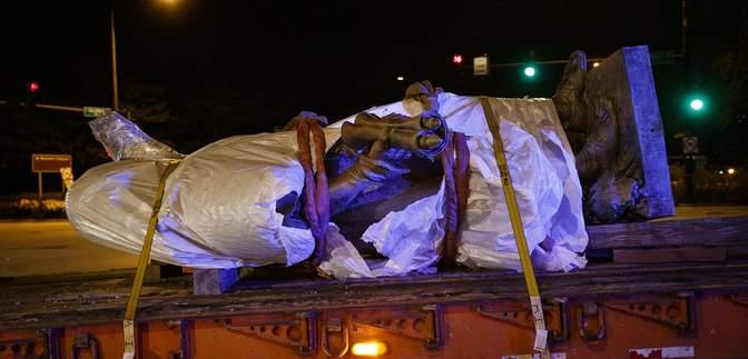 Колумб, кажуть, не герой: у Чикаго знесли пам'ятники мореплавцю, який відкрив Америку