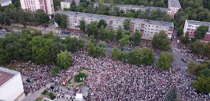 Тисячі білорусів вийшли на підтримку конкурентки Лукашенка Тихановської: вражаючі відео, фото