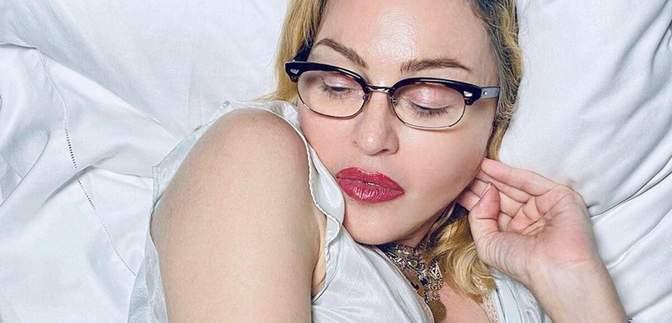 В белом вышитом платье: как Мадонна празднует 62-летие – фото и видео