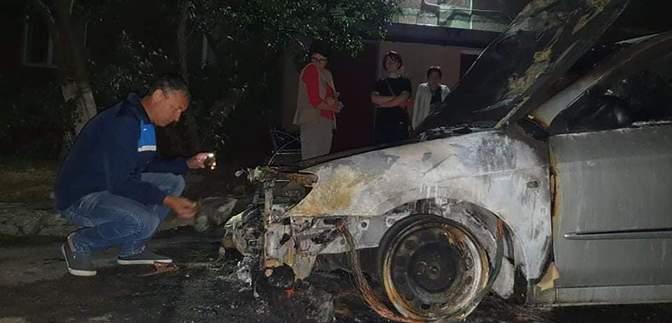 """Поджог авто """"Схем"""": полиция опубликовала фото и имена разыскиваемых лиц"""