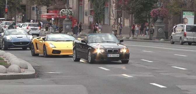 У столиці відбувся перший в Україні фестиваль кабріолетів: як все відбувалось – фото, відео