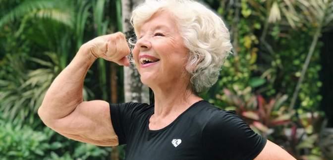 Дочь мотивировала 74-летнюю маму стать фитнес-моделью: результат ее похудения покорил сеть
