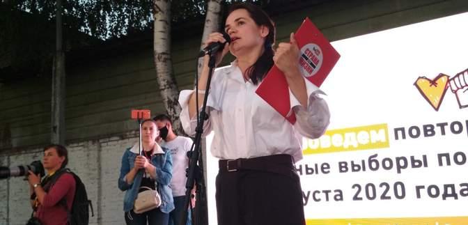 Она слишком известна, – Тихановская убеждена, что Алексиевич не выгонят из Беларуси