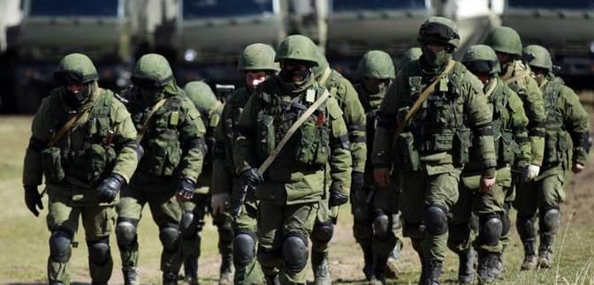 У Зеленського розповіли, навіщо Росія стягує війська до Криму