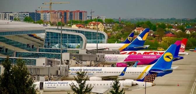 """Аеропорт """"Львів"""" відновлює низку міжнародних авіарейсів: куди можна полетіти"""