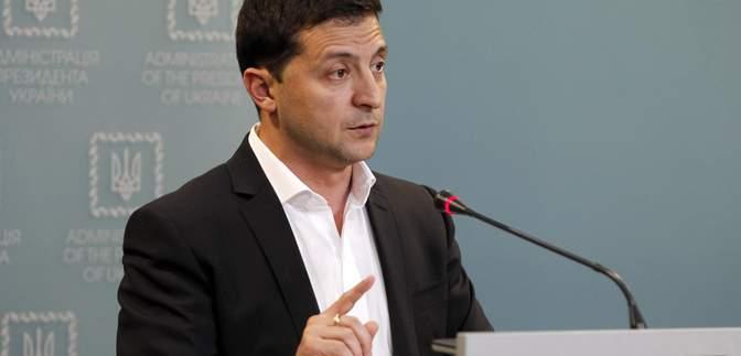 Окончание децентрализации: Зеленский подписал указ о передаче земли в коммунальную собственность