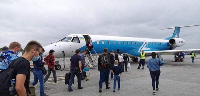 """Украинская авиакомпания """"Роза Ветров"""" запускает новые рейсы: куда и за сколько можно улететь"""